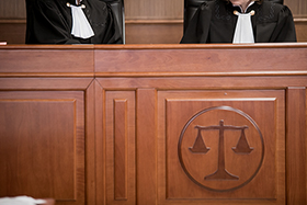 Боулинг объединяет адвокатов